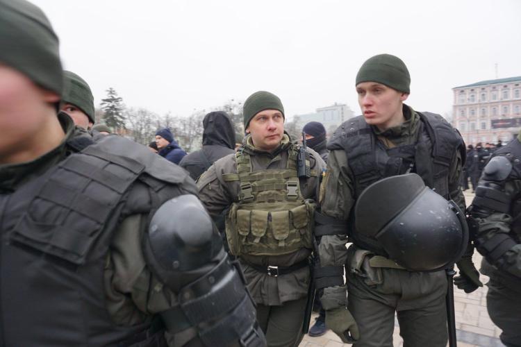 Antifa-Demo in Kiew, 19.01.2020: Sicheres Geleit. Am Ende der Veranstaltung wurden die Teilnehmerinnen von der Polizei zur Stadtseilbahn geleitet. | Foto: © Bernhard Clasen