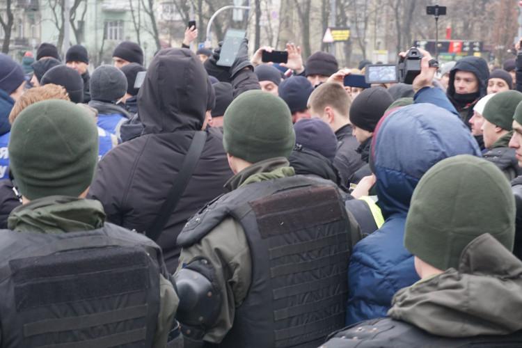 Antifa-Demo in Kiew, 19.01.2020: Alle Versuche von Rechtsradikalen, zu den Demonstranten vorzudringen, wurden von der Polizei abgeblockt. | Foto: © Bernhard Clasen