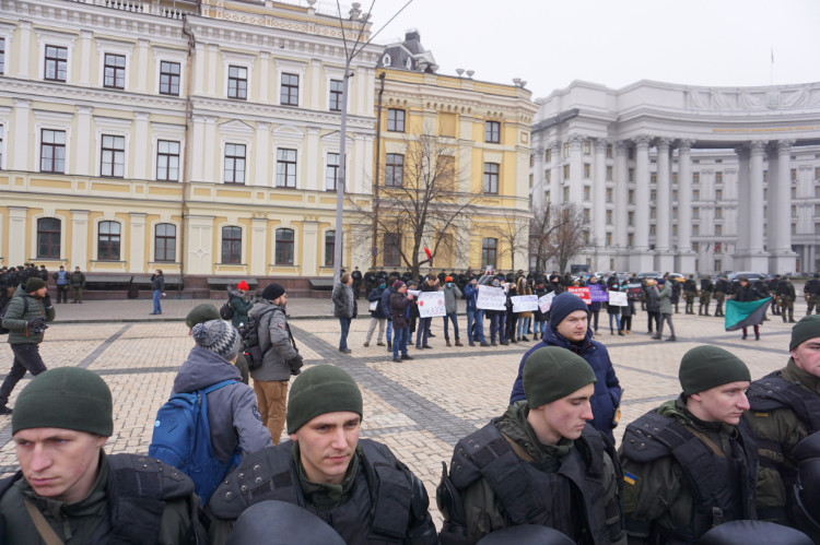 Antifa-Demo in Kiew, 19.01.2020: Gerade einmal 100 Meter vom ukrainischen Außenministerium entfernt (das weiße Gebäude rechts). | Foto: © Bernhard Clasen